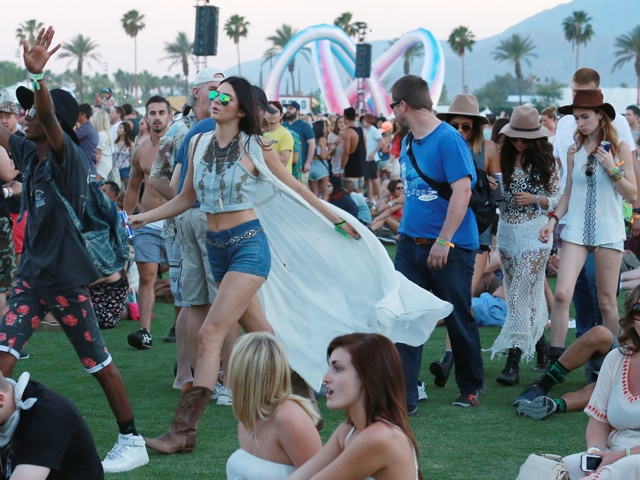 Selena Gomez hangs with the Jenner sisters at Coachella