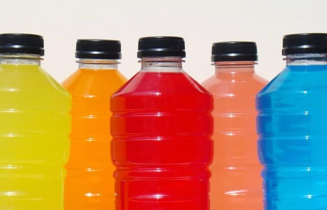 Isotônicos e água ajudam a recuperar as energias durante o festival
