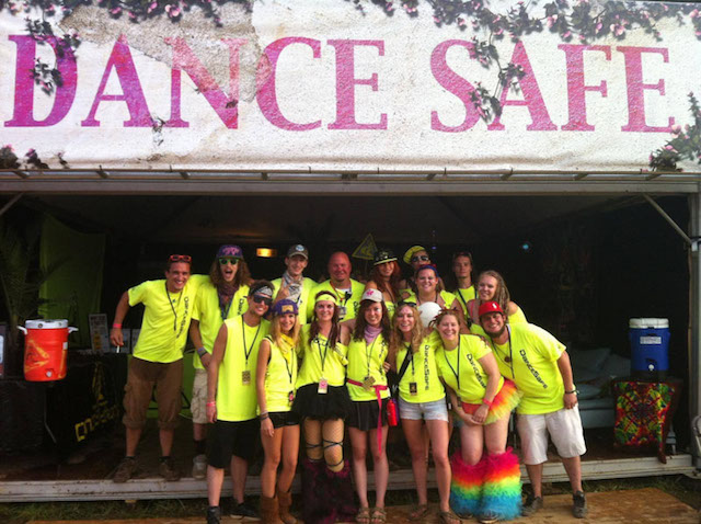 Dance Safe Crew - se algum dia você ver uma galera com este colete amarelo nos festivais, dê um abraço